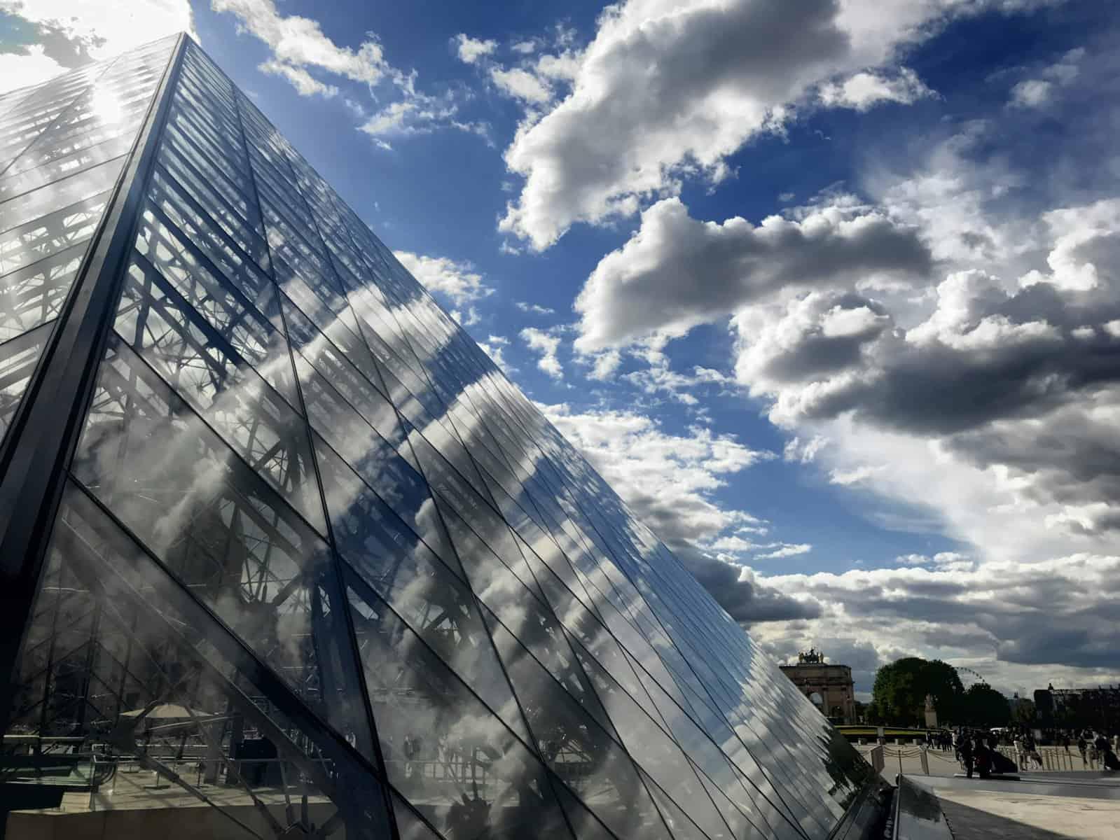 Louvre im Wolkenlicht